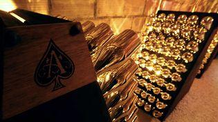 """Des bouteilles de champagne """"Armand de Brignac"""" dans une cave à Chigny-les-Roses (Marne). (FRANCOIS NASCIMBENI / AFP)"""