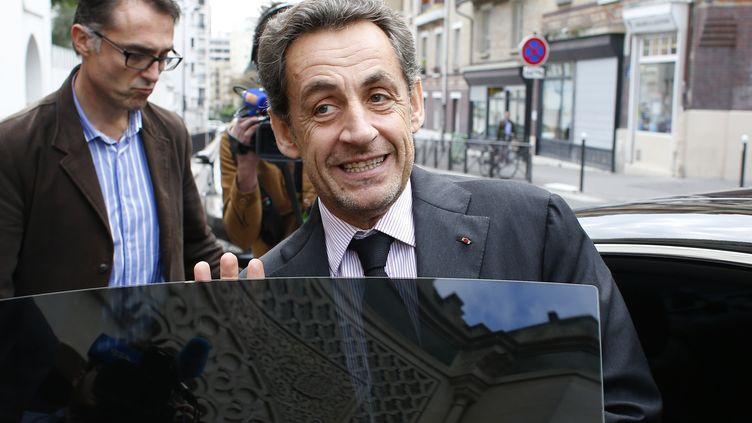 Nicolas Sarkozy, le 7 octobre 2013, à la sortie d'un déjeuner à la Grande Mosquée de Paris. Le même jour, l'ex-président de la République a bénéficié d'un non-lieu dans l'affaire Bettencourt. (THOMAS SAMSON / AFP)