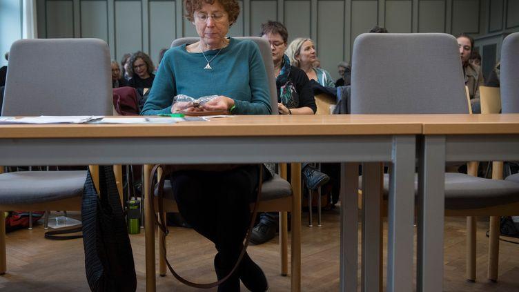 La gynécologue KristinaHänel, ici le 24 novembre 2017, à Glessen (Allemagne) a été définitivement condamnée en 2018 pour avoir indiqué qu'elle pratiquait l'IVG sur son site. (BORIS ROESSLER / DPA)