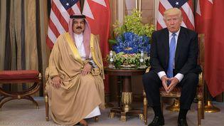 Le roi duBahrain,Hamad bin Isa Al Khalifa, et le président des Etats-Unis, Donald Trump, le 21 mai 2017. (MANDEL NGAN / AFP)
