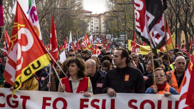 Bannière de l'intersyndicale lors de la manifestation du 17 décembre 2019 contre la réforme des retraites. (NICOLAS PARENT / MAXPPP)