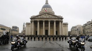 La Garde nationale devant le Panthéon à Paris, 28 mars 2018, pour rendre hommage au colonel Arnaud Beltrame, tué lors d'une attaque terroriste au Super U de Trèbes (Aude). (ETIENNE LAURENT / POOL)
