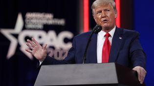 Donald Trump prononce un discours lors d'un congrès de militants conservateurs à Orlando, en Floride (Etats-Unis), le 28 février 2021. (JOE RAEDLE / GETTY IMAGES NORTH AMERICA)