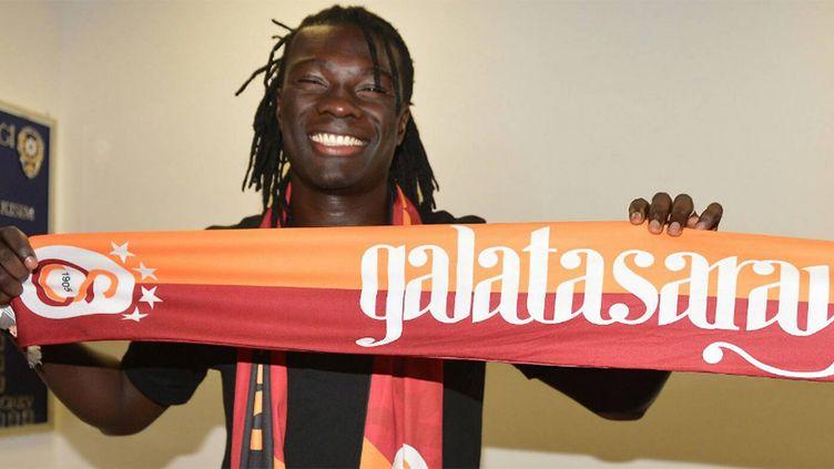 Bafétimbi Gomis avec les couleurs de son futur club de Galatasaray