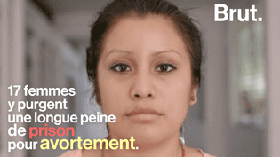 Une adolescente tombée enceinte après un viol et ayant ensuite perdu le bébé a été reconnue coupable d'homicide et condamnée à 30 ans de prison au Salvador. (Brut)