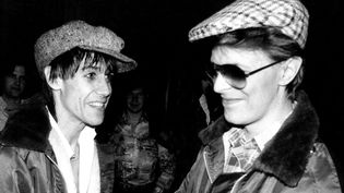 "Iggy Pop et David Bowie en 1977 sur la tournée ""The Idiot"".  (MediaPunch/Shutterstock/SIPA)"