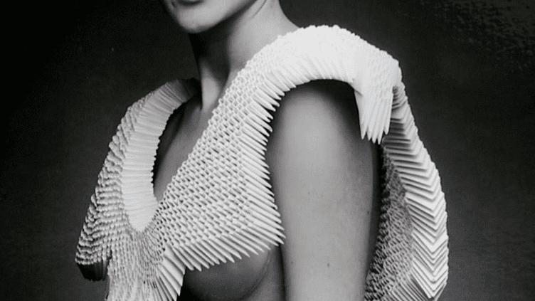 """L'auteur de l'affiche de l'exposition """"Dress Codes"""" a été repéré par Karl Lagerfeld  (DR)"""
