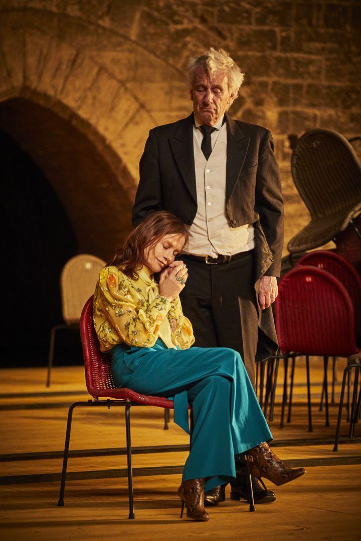 """Isabelle Huppert et Marcel Bozonnet dans """"La Cerisaie"""" (CHRISTOPHE RAYNAUD DE LAGE)"""