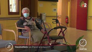 Une femme dans un Ehpad. (France 2)