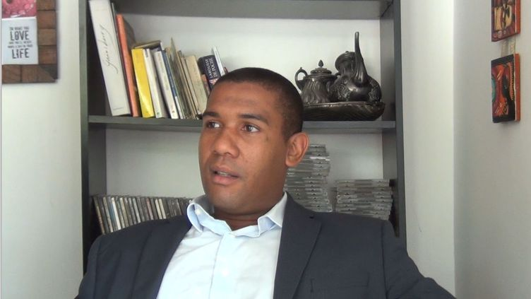 Elad Chakrina, candidat LR pour la législative partielle àMayotte. (LAURENT MACCHIETTI / RADIO FRANCE)