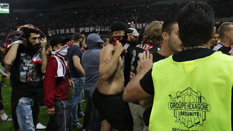 Des supporters ont envahi le terrain de l'Allianz Arena (JEAN-CHRISTOPHE MAGNENET / AFP)