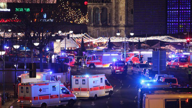 Un camion de 38 tonnes a foncé dans la foule d'un marché de Noël, lundi 19 décembre 2016, à Berlin (Allemagne). (OMER MESSINGER / NURPHOTO)