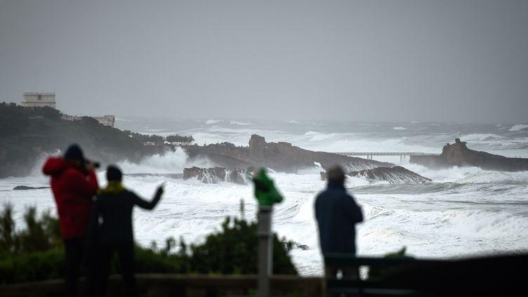 A Biarritz, le 3 novembre 2019, lors du passage de la tempête Amélie. (GAIZKA IROZ / AFP)
