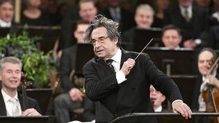 Riccardo Muti dirige l'Orchestre philharmonique de Vienne lors du Concert du Nouvel An le 1er janvier 2018.  (HANS PUNZ / APA / AFP)