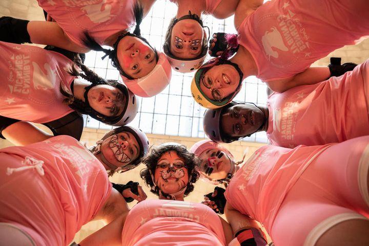"""L'équipe des """"Cannibal Licornes"""" dans """"Derby Girl"""". (FRANCE.TV SLASH)"""