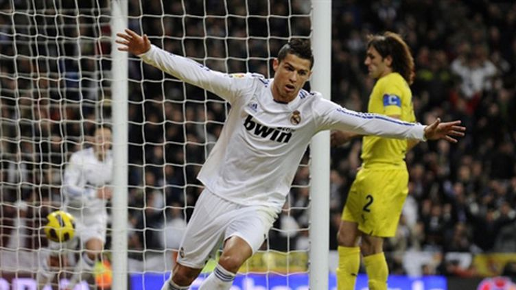 Cristiano Ronaldo dans ses illustres oeuvres... (DOMINIQUE FAGET / AFP)
