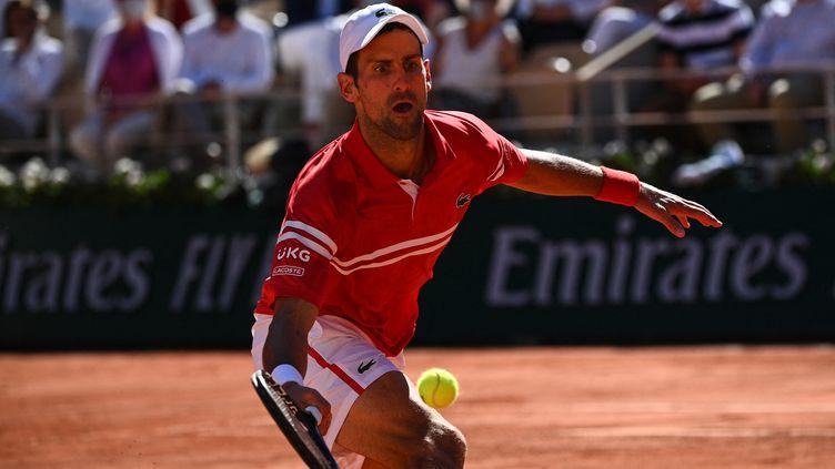 Novak Djokovic à Roland-Garros, le 13 juin 2021. (ANNE-CHRISTINE POUJOULAT / AFP)