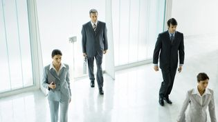 Des femmes et des hommes entrent dans leur entreprise. Photo d'illustration. (SIGRID OLSSON / MAXPPP)