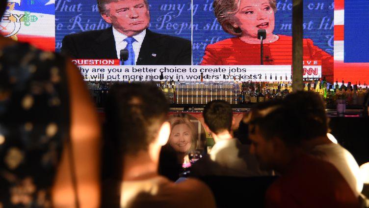 Lepremier débat de la présidentielle entre Hillary Clinton et Donald Trump lundi 26 septembre 2016 (ROBYN BECK / AFP)