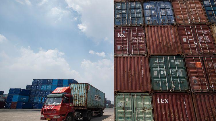 Des conteneurs dans le port deZhangjiagang, dans l'est de la Chine. (JOHANNES EISELE / AFP)