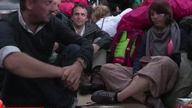 Katmandou : l'aéroport pris d'assaut par les étrangers