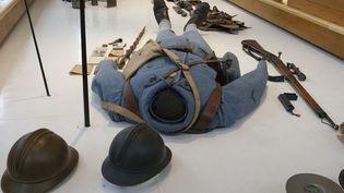 L'uniforme d'un Poilu est exposé au musée de la Grande Guerre à Péronne (Somme), le 6 novembre 2013. (PASCAL ROSSIGNOL / REUTERS)