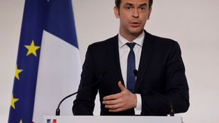 Olivier Véran, ministre de la Santé et de la Solidarité à la conférence de presse Covid-19, à Paris, le 22 avril 2021. (AFP)