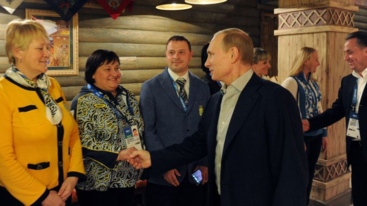 Vladimir poutine a rendu visite le 15 février à la maison de l'équipe ukrainienne au Parc Olympique. (MIKHAIL KLIMENTYEV / RIA-NOVOSTI)