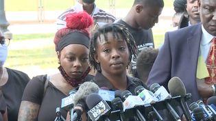 Letetra Widman, l'une des sœurs de Jacob Blake, s'exprime face à la presse mardi 25 août 2020. (ANADOLU AGENCY / AFP)