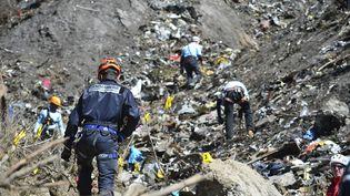 Les recherches sur le site du crash de l'Arbus près du Vernet (Alpes-de-Haute-Provence) (FRANCIS PELLIER / MINISTERE DE L'INTERIEUR / AFP)