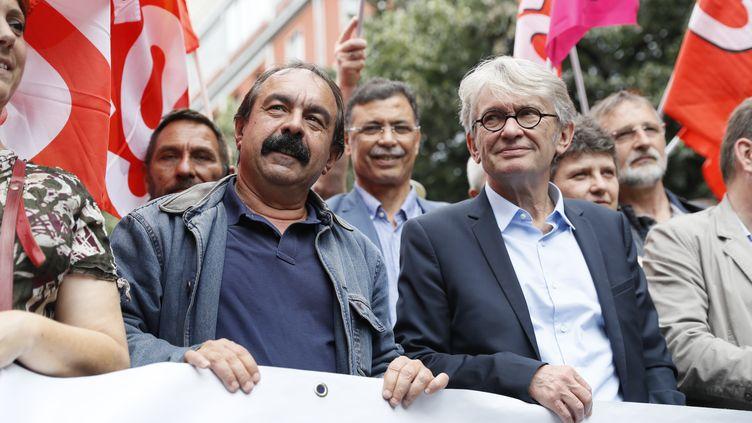 Philippe Martinez, secrétaire général de la CGT, et Jean-Claude Mailly, secrétaire général de Force ouvrière, en tête du cortège parisien contre la loi Travail, le 28 juin 2016. (THOMAS SAMSON / AFP)