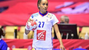 Estelle Nze Minko avant la finale européenne de handball féminin entre la France et la Norvège à Jyske Bank Boxen à Herning au Danemark, le 20 décembre 2020. (BO AMSTRUP / AFP)