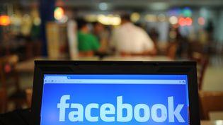 Un bug géant a secoué les comptes Facebook de millions d'utilisateurs, le 24 septembre 2012. (TED ALJIBE / AFP)