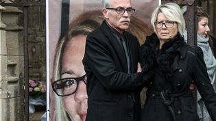 Jean-Pierre Fouillot et Isabelle Fouillot, les parents d'Alexia, lors de son enterrement le 8 novembre 2017. (SEBASTIEN BOZON / AFP)