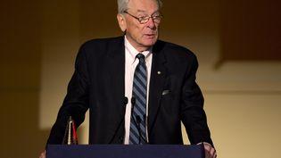 Dick Pound, lors d'une conférence alors qu'il était président de l'Agence mondiale antidopage (AMA), le 9 mars 2016. (JUSTIN TALLIS / AFP)