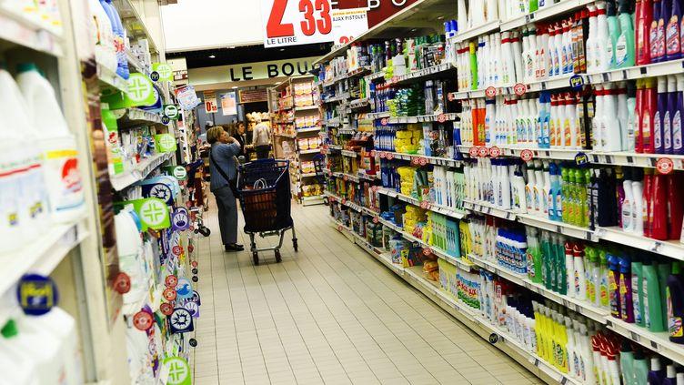 Le rayon produits ménagers d'un supermarché de Rueil Malmaison, le 18 avril 2011. (CHRISTOPHE MORIN  / MAXPPP)