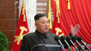 Le dirigeant de la Corée du Nord Kim Jong-Un le 29 juin 2021. (STR / KCNA VIA KNS)