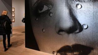 """""""Larmes de verre"""" de Man Ray à la Tate Modern, dans l'exposition """"The Radical Eye"""" issue de la prestigieuse collection de photos d'Elton John."""