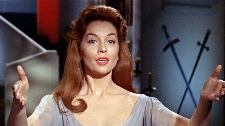 """Barbara Shelley interprétant le rôle d'Helen dans le mythique""""Dracula, prince des ténèbres""""(1966) de Terence Fisher (HAMMER FILM PRODUCTIONS / SEVEN )"""