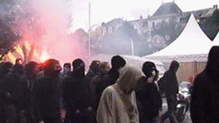 Poitiers : des manifestants casseurs dissimulés derrière des cagoules (© France 3)