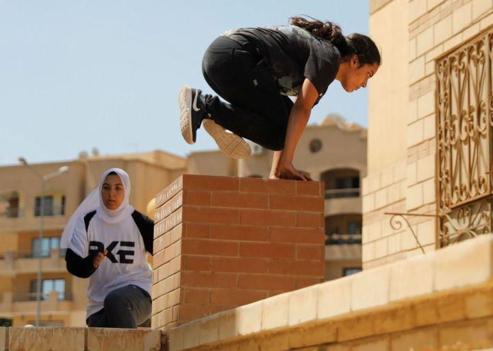 Les jeunes Egyptiennes, nouvelles adeptes de parkour au Caire, en juillet 2018. (Amr Dalsh/Reuters)
