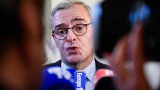 Le maire de Sablé-sur-Sarthe Marc Joulaud, lors d'un point presse, en février 2017 (FRANCK DUBRAY / MAXPPP)