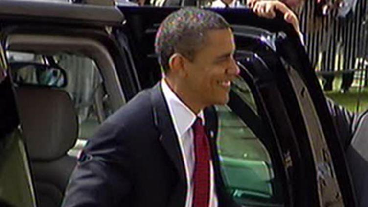 Bain de foule pour Barack Obama à son arrivée à Caen, le 6 juin 2009 (© France 2)