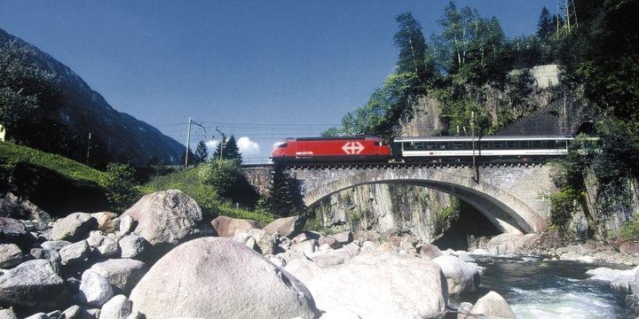 "Train ""intercity"" en Suisse. (CFF)"
