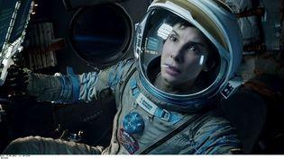 """Extrait du film """"Gravity"""",d'Alfonso Cuarón, où Sandra Bullock campe une astronaute perdue dans l'espace. Le film sort le 23 octobre 2013 en France. (WARNER BROS. PICTURES / AP / SIPA)"""