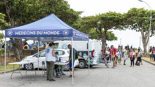 L'ONG Médecins du monde donnant des consultations médicales à Cayenne (Guyane) le 24 mars 2020. (JODY AMIET / AFP)