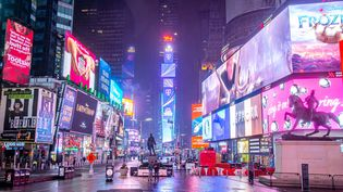 L'intersection deBroadway et de la Septième avenue à New York la nuit. (NICOLAS ECONOMOU / NURPHOTO)