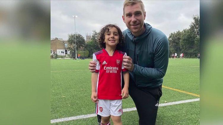 """Surnommé le """"petit Messi"""", Zayn Ali Salman est un jeune garçon de 5 ans qui a eu la chance d'être recruté par le prestigieux club d'Arsenal. Un véritable phénomène du ballon rond sur les réseaux sociaux. (CAPTURE ECRAN FRANCE 2)"""