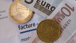 Une facture EDF (illustration). (DAMIEN MEYER / AFP)