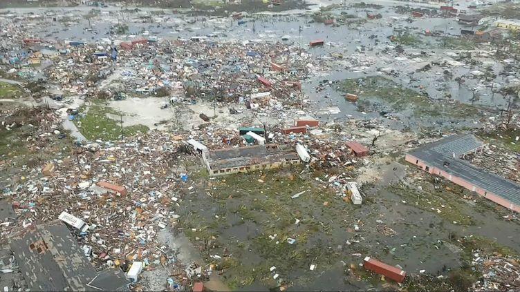 Aprèsavoir subi les foudres de Dorian pendant deux jours, les autorités bahaméennes tentent de dresser un bilan de la catastrophe. Cettephoto aérienne, captée le 3 septembre, montre le chaos que l'ouragan a semé sur l'île d'Abaco. (SOCIAL MEDIA / X04130)